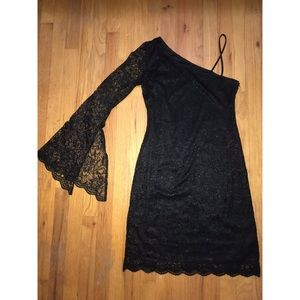 Black right fitted one shoulder dress